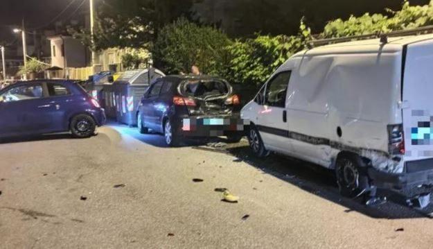 Con la 500 Turbo si schianta contro tre macchine e le distrugge: alla guida un carabiniere ubriaco