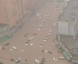 Cina, alluvioni nella provincia di Henan: più di 10mila sfollati e centinaia di morti