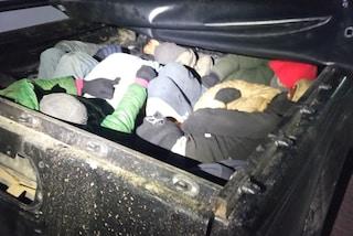 Smantellato traffico di migranti dalla Turchia alla Grecia, in 15 stipati nel cassone di un pickup