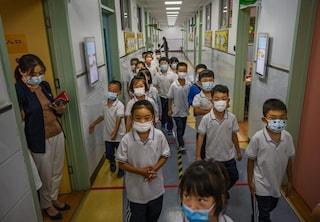 Tutta la famiglia vaccinata o niente scuola per i bimbi, la politica cinese sui vaccini covid