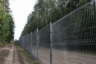La Lituania vuole costruire una barriera al confine con la Bielorussia per bloccare i migranti
