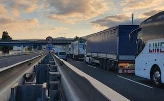 Giornata infernale in A1, autostrada bloccata e 20 chilometri di coda a Firenze