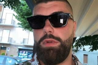 Sbatte contro un'auto, scivola dalla moto e finisce in una scarpata: Luca muore a 23 anni a Macerata
