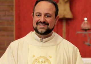 """""""Chi non è vaccinato non venga in chiesa"""": bufera su don Pasquale dopo post su Facebook"""