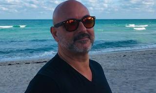 """Morto per Covid a 55 anni Marco De Veglia, guru del marketing negazionista: """"Il virus è una bugia"""""""