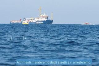"""Migranti, denuncia di Sea Watch: """"Guardia costiera libicaminaccia di arrestarci, grave violazione"""""""