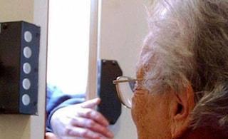 """Asti, 19enne rapina e violenta 91enne per vendetta: """"L'aveva denunciato per un furto"""""""