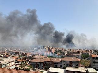 """Catania """"come un forno"""", case interessate dalle fiamme e lido distrutto: """"Soccorsi arrivati tardi"""""""