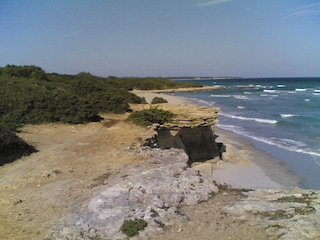 Tragedia a Otranto, cadono dallo scogliera della Baia dei Turchi: morti fidanzati di 27 e 29 anni