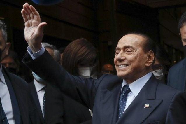 """Green pass obbligatorio, Berlusconi: """"Giusto, chi decide di non vaccinarsi accetti le limitazioni"""""""