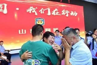 """Cina, padre ritrova figlio rapito dopo 24 anni: la loro storia ha ispirato il film """"Perdita e amore"""""""