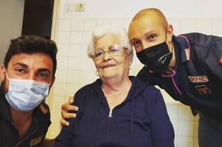 """""""Mi sento sola, mi fate compagnia?"""": la richiesta di aiuto di un'anziana alla polizia di Genova"""