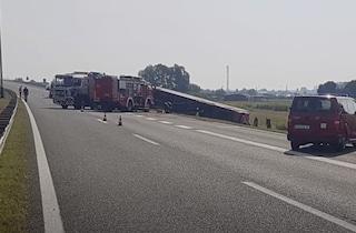 Croazia, autobus si ribalta in autostrada: almeno 10 morti e 30 feriti