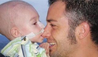 Lorenzo ucciso dal tumore a 5 anni, la famiglia chiede 25 milioni di euro all'Ex Ilva