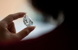 Londra, ruba diamanti da 5 milioni di euro in gioielleria sostituendoli con sassolini: furto alla Lupin