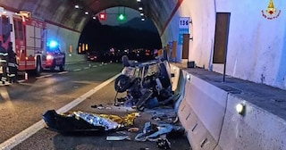 Incidente tra tir e due auto lungo l'A2, a Nemoli: due morti e 4 feriti. Illesi due bambini