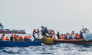Ocean Viking salva 44 migranti: a bordo una donna incinta e due disabili
