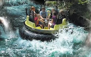 Incidente al parco divertimenti, gommone si ribalta in acqua: muore bimbo di 11 anni, 3 feriti gravi