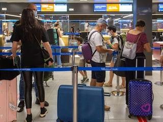Focolaio nella vacanza studio a Malaga, l'odissea dei ragazzi italiani bloccati dal Covid: salgono a 22 i positivi