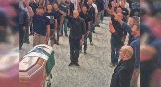 """Saluto fascista ai funerali, Tribunale assolve 22 esponenti di CasaPound: """"Non è reato"""""""