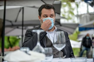 """Green pass obbligatorio, Salvini: """"Che facciamo, trasformiamo baristi e camerieri in poliziotti?"""""""