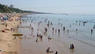 Incubo in spiaggia, 15enne trascinata in mare e violentata da uno sconosciuto