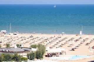 Uomo disperso in mare a Rimini, ricerche in corso: a dare l'allarme il figlio di 11 anni