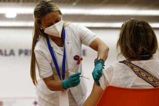 Vaccino, il report settimanale del governo: 2,2 milioni di over 60 ancora senza la prima dose
