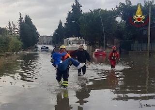 Nubifragio e allagamenti a Palermo, automobilisti intrappolati: centinaia di interventi dei pompieri