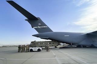 """Usa lasciano Afghanistan dopo 20 anni, Talebani in festa. Blinken: """"Disponibili a collaborare"""""""