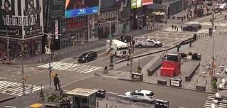 New York, uomo in bici lascia in strada un pacco sospetto: evacuata Times Square
