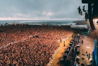 Enorme focolaio covid dopo festival di musica e surf: 4700 contagi, avevano tutti il green pass