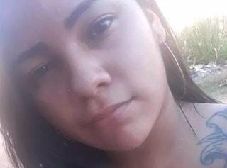 La sua casa viene colpita da un fulmine mentre mette in carica il telefono: 18enne muore folgorata