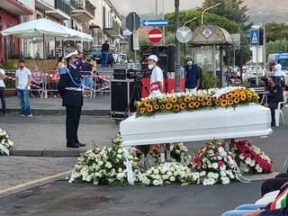 """A Trecastagni i funerali di Vanessa Zappalà, uccisa dall'ex fidanzato: """"Non ti dimenticheremo mai"""""""