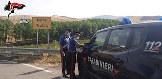 Sicilia, sorpresi mentre appiccano un incendio: arrestati due allevatori a Troina, sono in carcere