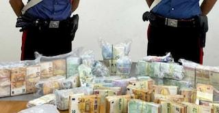 In auto due sacchi di banconote per 450mila euro: arrestato 32enne a Palmi
