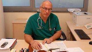 """Il primario che cura i no vax: """"Non si pentono, pensano di evitare il vaccino con la malattia"""""""