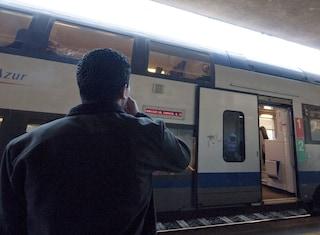 Un migrante è morto folgorato sul tetto di un treno a Ventimiglia, cercava di andare in Francia