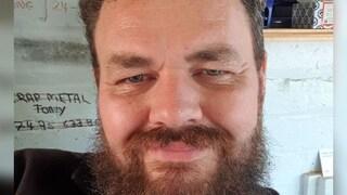 Regno Unito, l'ambulanza sbaglia l'indirizzo di casa: padre di 4 figli muore di Covid