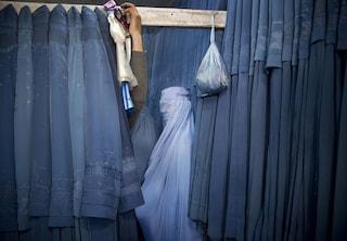 """Afghanistan, donne giudici in fuga dai Talebani: """"Li abbiamo condannati: ora ci danno la caccia"""""""