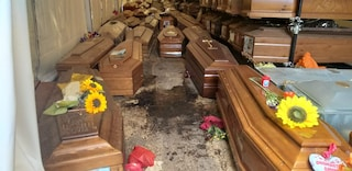 Palermo: migliaia di bare non sepolte stanno esplodendo, arriva l'esercito
