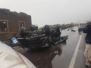 Tromba d'aria a Pantelleria, 2 morti e 9 feriti: case sventrate e auto sul tetto