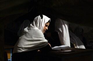 """L'annuncio del rettore talebano a Kabul: """"Le donne non potranno frequentare l'Università"""""""