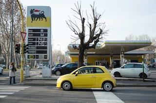 Aumento record per il prezzo della benzina: rispetto a gennaio un pieno costa oltre 11 euro in più