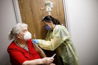 """Canada, no vax prende a pugni un'infermiera: """"Ha vaccinato mia moglie senza il mio consenso"""""""