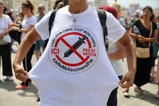 Francia, sospesi 3mila sanitari non vaccinati contro il Covid