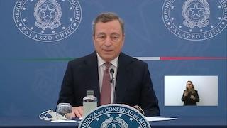 """Draghi: """"Violenza odiosa dei No Vax verso chi è in prima linea contro il Covid, vacciniamoci tutti"""""""