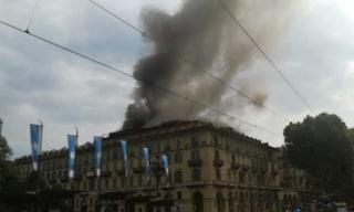 Torino, fiamme in un edificio di fronte la stazione Porta Nuova: cento sfollati e 5 feriti