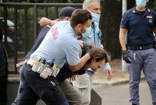 """Prato, sgomberato presidio operai in sciopero: """"Quasi strangolato dalla polizia, pensavo di morire"""""""