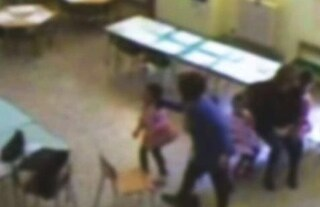 Picchia, minaccia e mortifica i bimbi all'asilo: maestra di Augusta sospesa per 10 mesi